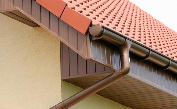 Как работает система водоотвода крыши?